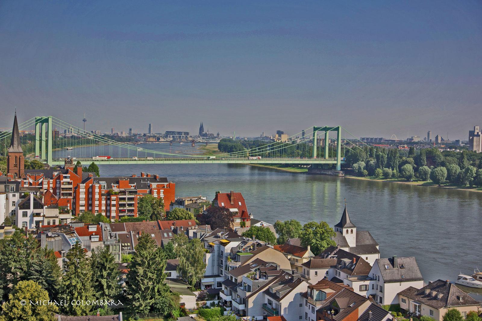 Blick über die Dächer von Rodenkirchen bis zum Kölner Dom