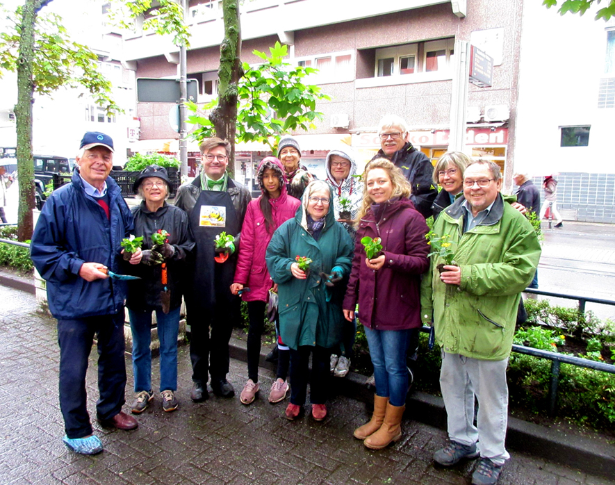 Bürger bei der Pflanzaktion Rodenkirchen