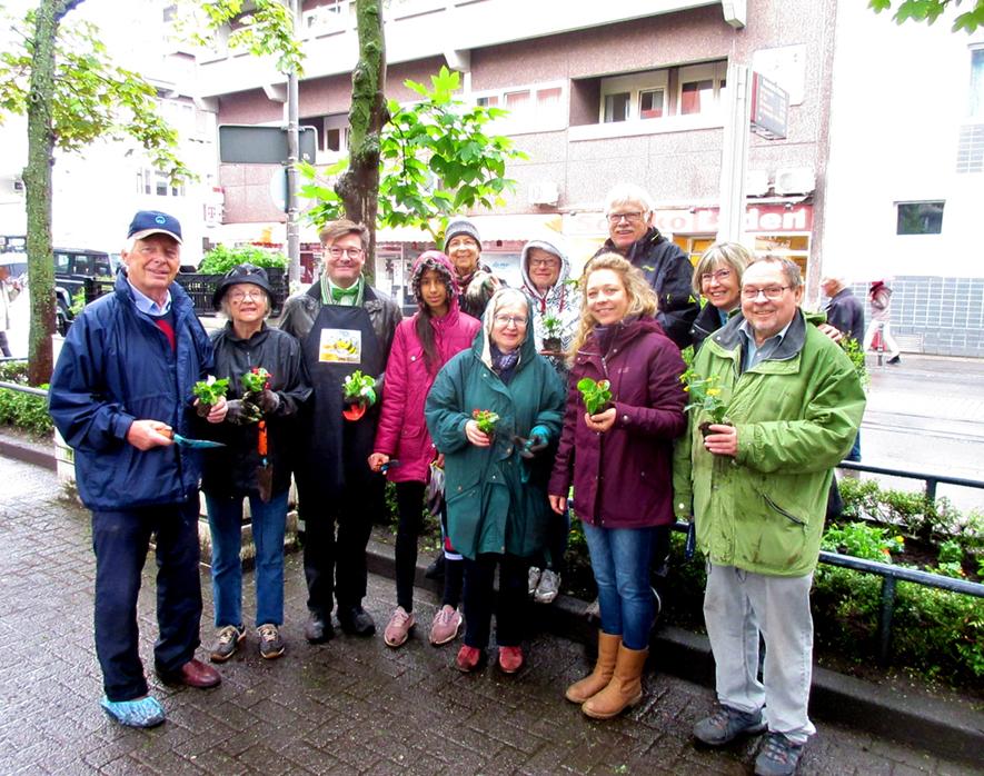 Bürger haben nun bunte Beete – Pflanzaktion Rodenkirchen 11.5.19