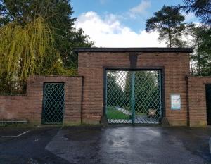 Eingang zum Neuen Friedhof Rodenkirchen