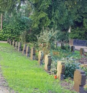 Alte Kriegsgräber am Neuen Freidhof in Köln Rodenkirchen