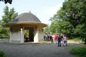 Brunnentempel im Volkspark an der englischen Siedlung