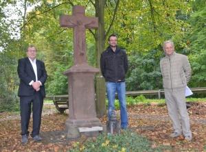 Übergabe Wegekreuz in Rodenkirchen nach Restaurierung