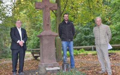"""Wegekreuz """"An den Vier Linden"""" frisch restauriert"""