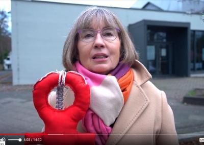 Beatrix Polgar-Stüwe forder längere Öffnungszeiten vom Hallenbad im Video Neujahrsempfang