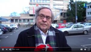 Dieter Maretzky vor dem Rathaus Rodenkirchen
