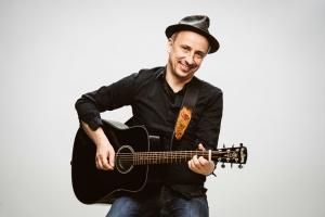 Zum Mitsingkonzert mit Stefan Knittler lädt die Bürgervereinigung Rodenkirchen am 29.4.21 ein