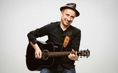 Online-Mitsingkonzert mit Stefan Knittler am 29. April: Bei Pop op Kölsch singend zusammen kommen
